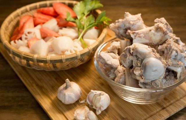 Cho 3 thứ gia vị này vào ninh xương, nước trong veo, thơm nức, sạch mùi hôi - Ảnh 3.