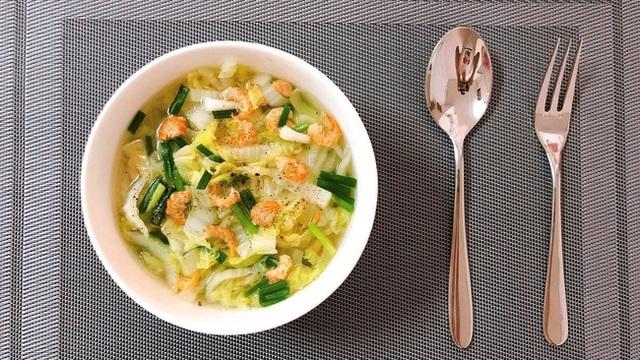 Không muốn tăng cân thì cứ nấu ngay bát canh này thay cơm cho bữa tối: Vừa ấm bụng, vừa đủ chất! - Ảnh 1.