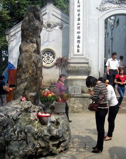 Thăng trầm cột đá thề đền Hùng 1