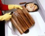 Cách rửa thớt gỗ sai lầm mà ai cũng đang làm hằng ngày
