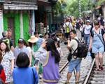 Hà Nội: Phố đường tàu Phùng Hưng bất ngờ đông như kiến sau thông tin dẹp bỏ