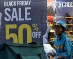Người Hà Nội chen nhau mua hàng giảm giá dù ngày Black Friday chưa đến