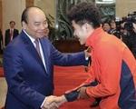 Thủ tướng Nguyễn Xuân Phúc chúc mừng HLV Park Hang-seo, Mai Đức Chung và toàn thể các cầu thủ vàng của bóng đá Việt Nam