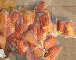 VIDEO: Bắt hơn 1 tấn thịt đông lạnh, bánh kẹo Trung Quốc đang tập kết ở Hà Nội