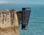 Ngôi nhà tựa lưng bám vào vách đá hiểm trở, ngắm mặt biển đẹp nhất hành tinh