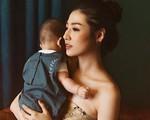 """Á hậu Tú Anh: 'Một tháng sau sinh, ngày nào tôi cũng khóc"""""""