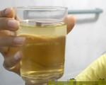 Thầy giáo Thái Lan lén pha nước tiểu của mình giả làm 'nước thánh' rồi ép 30 học sinh uống để... chữa bệnh