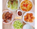 Ngỡ ngàng mâm cơm sắc mầu đáng học theo của mẹ Việt trên đất Nhật