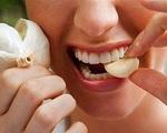 7 cách ăn tỏi sai lầm nhiều người mắc khiến tỏi từ 'thần dược' trở thành 'thuốc độc'