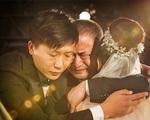 Cha rơi nước mắt khi tiễn con gái lấy chồng