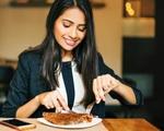 Tránh xa làm 5 việc này sau khi ăn cơm nếu bạn còn muốn sống lâu và khỏe mạnh