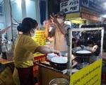 Món cơm cháy đắt hàng của đôi vợ chồng câm điếc ở TP.HCM