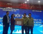 Bàn giao 100.000 chiếc khẩu trang y tế cho Sở Y tế Hà Nội để chống dịch COVID-19