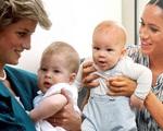 Dấu hiệu tâm lý bất thường của con trai Meghan Markle khiến dư luận tức giận so sánh cựu Công nương với mẹ chồng Diana