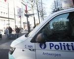 Bỉ dậy sóng vì clip nghi là cảnh sát ghì chết người da đen