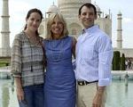 Chồng bác sĩ hơn 14 tuổi của con gái tân Tổng thống Mỹ Joe Biden là ai?