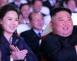 Vợ ông Kim Jong Un tái xuất sau một năm