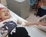 Bé trai 8 tuổi bị ung thư máu mong một cái Tết trọn vẹn