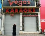 Quán bar, karaoke 'cửa đóng then cài' sau lệnh của TP Hà Nội để phòng dịch COVID-19