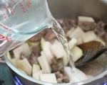 Cuối năm bận rộn, bữa tối nấu tô canh thịt bò thế này thì vừa nhanh lại ngon
