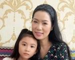 Lộ diện con gái học lớp 1 xinh xắn của NS Thương Tín và vợ kém 32 tuổi