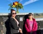Thúy Nga tiết lộ bà xã Bé Heo mỗi ngày đều đi thăm mộ cố NS Chí Tài, kể điều đặc biệt về người quá cố khiến ai nghe cũng xúc động