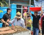 MC Lại Văn Sâm tuổi 64: Đi dép tổ ong, đội chậu muối giúp bà con vùng quê nghèo