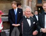 Động thái tích cực của Hoàng tử Harry sau khi vợ sinh con gái: Thường xuyên liên lạc với bà nội và cha