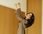 'Én nhỏ' Triệu Vy khiến fan trầm trồ khi tạo dáng... trên giường