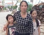 """Lời khẩn cầu của 2 con thơ mồ côi bố mong cứu 'đôi chân voi"""" của mẹ vì căn bệnh quái ác"""