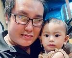 Chân dung 'trai lạ' cưu mang mẹ đơn thân cùng con 8 tháng đi xe đạp về quê tránh dịch gây xúc động