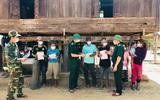 Bộ đội Biên phòng Quảng Trị vừa căng mình chống dịch, vừa tuyên truyền bầu cử ở biên giới