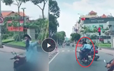 Chỉ vì cái chỉ tay phía sau, người đàn ông đi xe máy gây tai nạn kinh hoàng