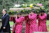 Đám tang ngập một màu hồng