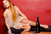 """""""Nguy hiểm"""" như phụ nữ... say rượu"""