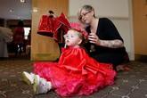 Bé gái mới 19 tháng tuổi tham dự cuộc thi sắc đẹp nhí ở Anh