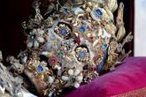 Cận cảnh những xác ướp bí ẩn phủ đầy châu báu trong mộ cổ