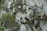 Rợn tóc gáy xem tục treo quan tài người chết trên vách đá