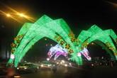 Dân Sài Gòn thích thú với con đường đầy đèn led