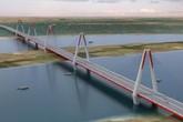 """Đi xe máy qua cầu Nhật Tân liệu có bị """"gió thổi văng khỏi cầu""""?"""