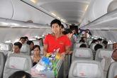 Nữ hành khách rượt đuổi, xé áo nam nhân viên hàng không