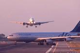 2 máy bay đâm nhau, hàng trăm hành khách hoảng loạn