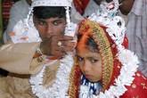 Rớt nước mắt ước nguyện của bé gái bị ép đính hôn ngay lúc mới sinh
