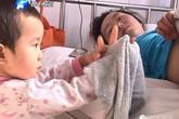 Bé 3 tuổi một mình chăm mẹ khiến hàng triệu trái tim rung động