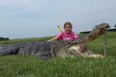 Bé 10 tuổi đi săn được cá sấu khổng lồ