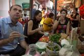Đại sứ Pháp ăn bún đậu mắm tôm ở ngõ chợ bình dân