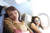 Cư dân mạng tức giận khi lại có thêm ảnh chụp trộm hoa hậu Kỳ Duyên ngủ trên máy bay