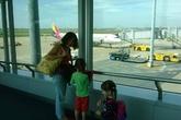 Chuẩn bị hành lý cho trẻ khi đi máy bay