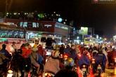 Mưa dông bất chợt, đường phố Sài Gòn tắc nghẽn kinh hoàng