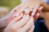 Chồng mang nhẫn cưới của tôi cho bồ, tôi phải làm sao?